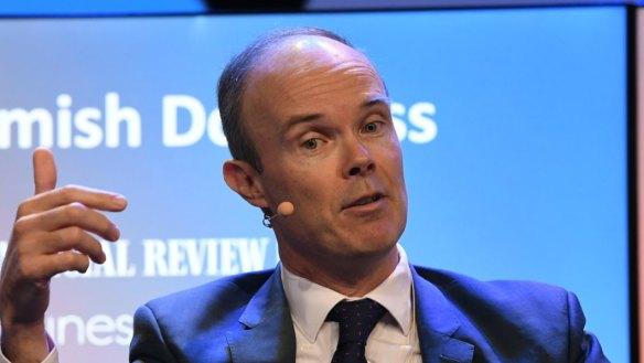 Management fee surge propels Magellan profit