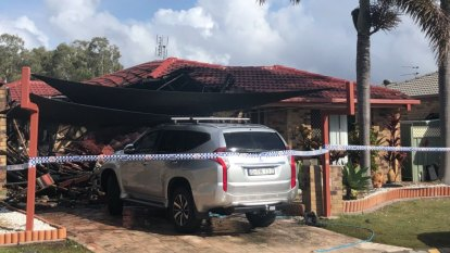 Gold Coast fire causes residents to evacuate neighbouring homes
