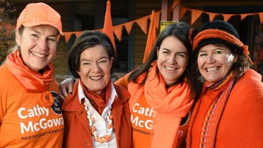 Cathy McGowan (left) campaigns at the last federal election with volunteers and her sister Ruth (right).