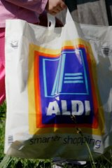 Brand Labor? The common-variety Aldi shopping bag in action.