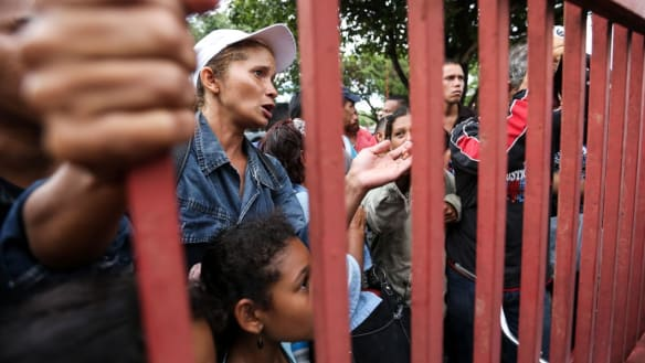 Brazilian judge orders border open for Venezuelan migrants