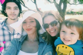 Zac Efron's aussie girlfriend Vanessa Valladares with her tight-knit family.