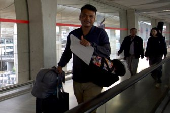 Worravut Thueakchaiyaphum from the exiled Thai band Faiyen arrives in France.