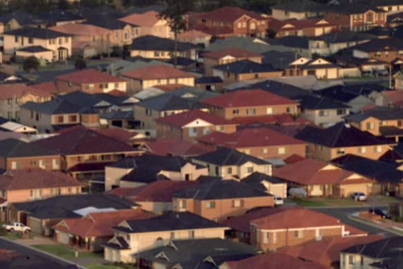 Melbourne property prices 'face 20 per cent drop': AMP