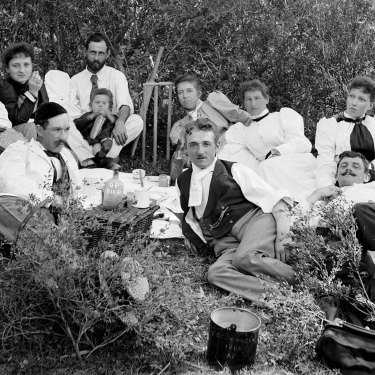 A picnic at Freshwater Beach in Sydney, c. 1890s.