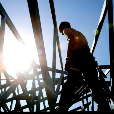 Roof builds from the past 30 years have concerned are potentially a billion dollar problem according to a Perth building inspector.
