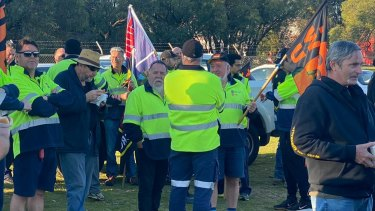 StarTrack workers in WA rally at Perth Airport.