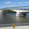 'Big splash' in Brisbane River remains a mystery