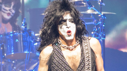 Kiss cancel final tour of Australia