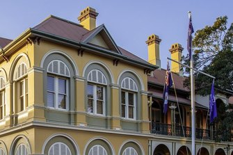 Student at elite Brisbane girls school tests positive to COVID-19