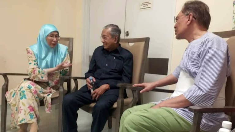 Anwar Ibrahim, right, Mahathir Mohamad, middle and Anwar's wife, Wan Azizah, at the hospital in Kuala Lumpur.
