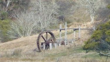 Historic waterwheel beside the Kings Highway.
