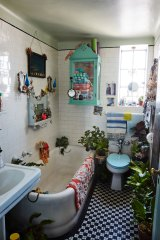 Linda Rodin's bathroom.