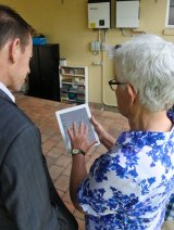 Lainie sjhowing Shane Rattenbury MLA the real-time solar battery system data.