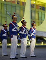 The Presidential Guard Dragons Independence change the Brazilian flag on the Palacio do Planalto.