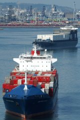 Why not link the Port of Melbourne to inland ports in the north, as is the case in Los Angeles?