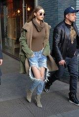 Model Gigi Hadid is seen without a bag during Milan Fashion Week 2017.