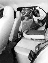 Police inspect Elizabeth Dixon's car in 1982.