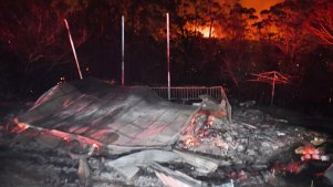 Homes destroyed by bushfires at Mount Tomah.