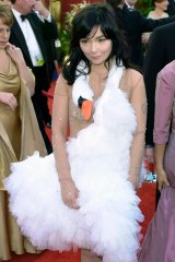 Bjork at the 73rd annual Academy Awards in 2001 in her swan dress.