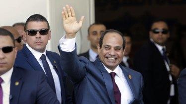 Egyptian President Abdel-Fattah al-Sissi will give journalist Peter Greste a full pardon, according to Julie Bishop.