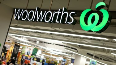 eBay customers will be able to pick up their online orders from parcel pick-up points and lockers in more than 90 Woolworths supermarkets and BIG W stores.