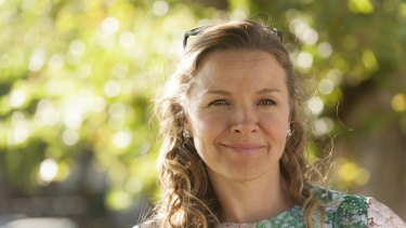 Justine Clarke is an actress who moves into soap in <i>A Month of A Sundays</i>.
