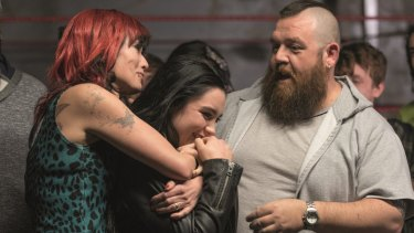Lena Headey, Florence Pugh, and Nick Frost in Fighting With My Family.