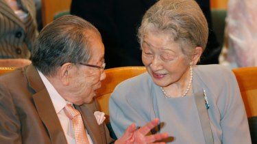 Shigeaki Hinohara in 2016 with Japan's Empress Michiko. His outlook on life had been inspired by Robert Browning's poem <i>Abt Vogler</i>.