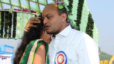 Mahesh Savani with bride Vilas in 2014.