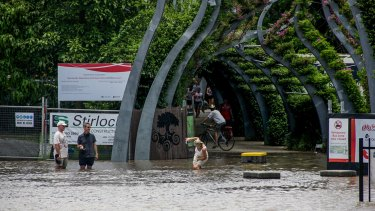 BRISBANE. NEWS. BRISBANE TIMES. Photograph taken by Michelle Smith on Wednesday 12th January, 2011. Rising flood waters from the Brisbane River - Ghost town - the Victoria Bridge. Photo taken on January 12, 2011 at 11.45am. Taking photos of the rising flood waters at popular tourist spot Southbank.