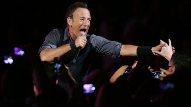 Bruce Springsteen will bring his E Street Band back to Australia for a summer tour in 2017.