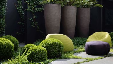 In a small garden, it's important to keep the planting style simple and restrained.