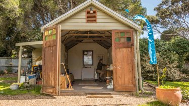 Victorian artist Maggi Jean works in her shed in Anglesea.