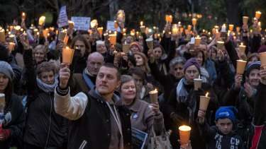 More than 1000 people gathered at a twilight vigil mourning asylum seekers who have died in their attempt to flee war-torn countries such as Syria.