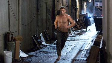 Jai Courtney and Byung-hun Lee in sprinting form in <i>Terminator Genisys</i>.