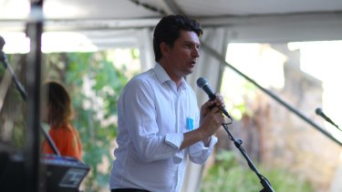 Senator Ludlam addresses a Rethink the Link fundraiser after the publication of the Senate report.