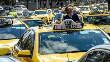 Uber has proposed the Taxi Services Commission introduce a new licence for its drivers.