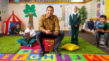 Islamic School of Canberra principal David Johns, centre, with year four students Luay Asfour, Latifa Albeaijan, Sarah Almugairn, and Alhaitham Al-Asfi.