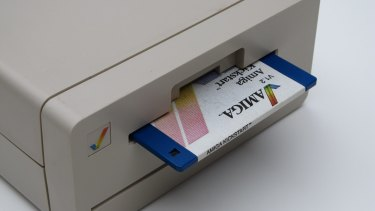 An optional 3.5-inch floppy drive gave the Amiga 1000 a second storage option for serious applications.