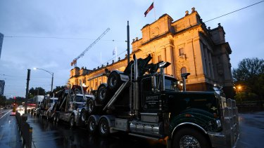 Trucks roll in to protest the closure of the Heyfield Timber Mill.