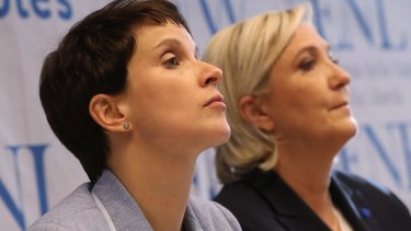 Frauke Petry (left) and Marine Le Pen speak to the media at the Koblenz conference.