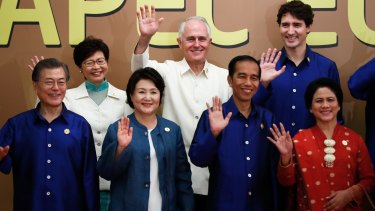 Australian Prime Minister Malcolm Turnbull poses with the leaders of Canada, South Korea, Indonesia and Hong Kong during the APEC summit.