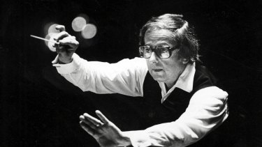 Andre Previn conducts the Pittsburgh Symphony Orchestra in 1984.