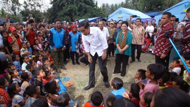 Indonesian President Joko Widodo talks to children who were evacuated from their homes on the slope of Mount Agung.
