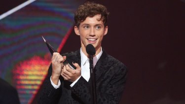 Troye Sivan accepts an ARIA for Best Video during the 30th Annual ARIA Awards.