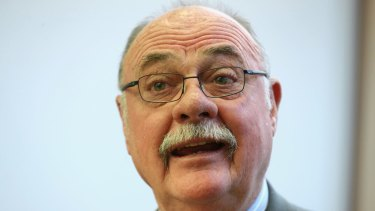 Liberal MP Warren Entsch has criticised his government for pre-empting a parliamentary inquiry on banking.