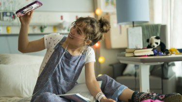 HaleyLu Richardson as Stella in Five Feet Apart.