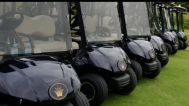 Video from a March 2015 event organised by Zhou Jiuming for the Hubei Association of Melbourne shows carts at Crown's Capital Golf Club.