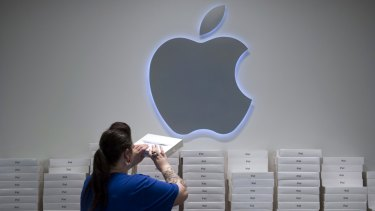 Apple's Kangaroo corporate bond issue is set to smash local records after attracting $3 billion of orders.